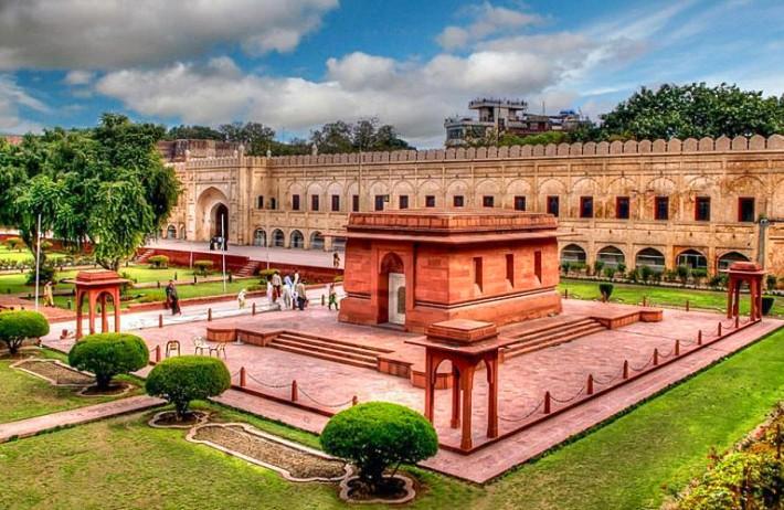 Tomb of Allama Iqbal